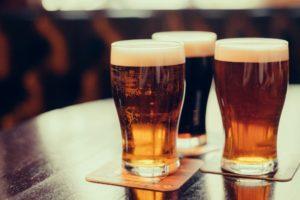 ビール 飲み方