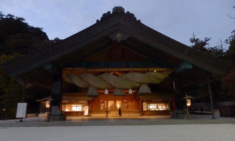出雲大社夜の神楽殿