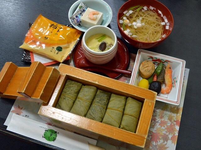奈良グルメ 柿の葉寿司