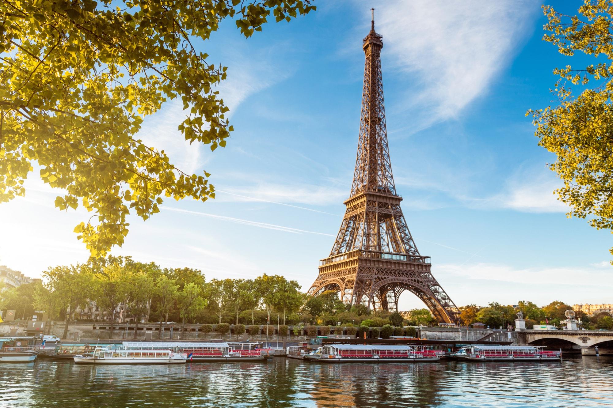 フランスのシンボル、エッフェル...