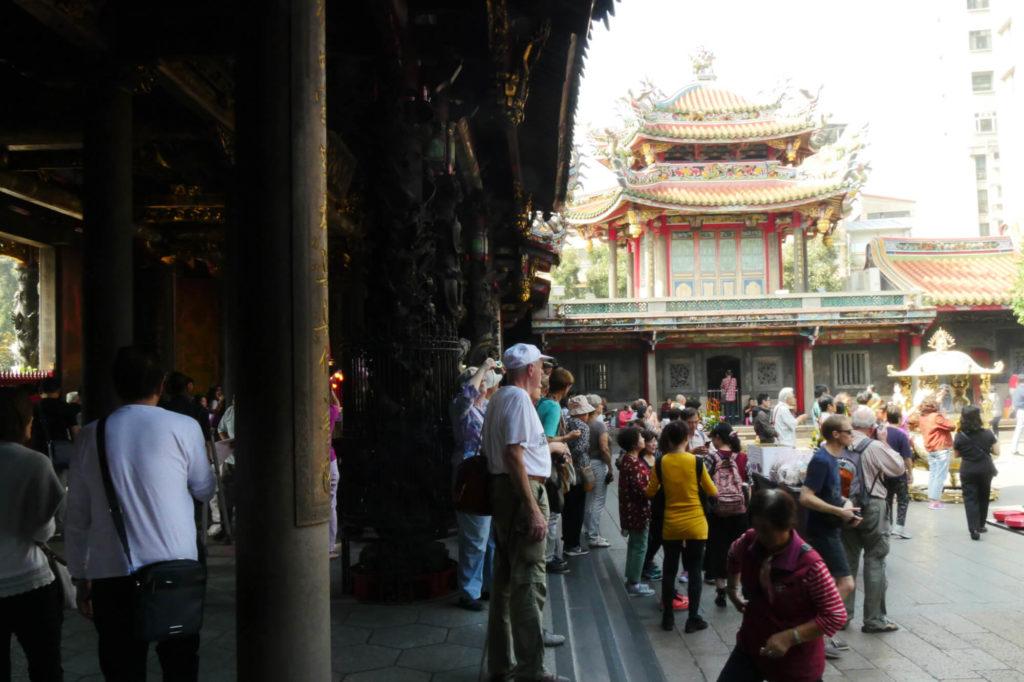 龍山寺の内部