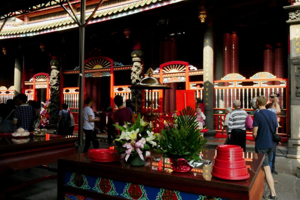 龍山寺の内部8
