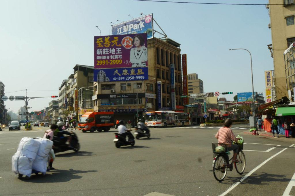 龍山寺駅の周辺