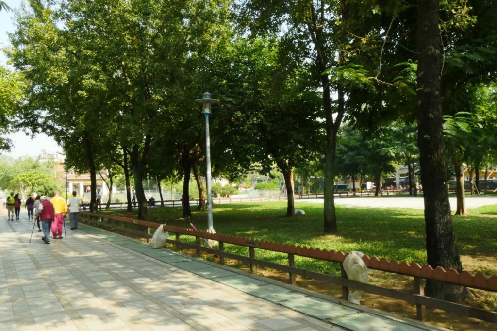 龍山寺の前の公園