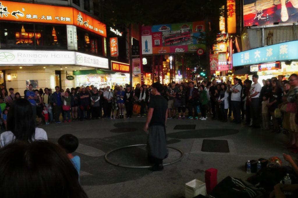 台湾の西門町 夜の様子
